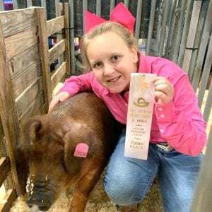 Madlyn Olle takes 2nd place in Class 2 Duroc at the San Antonio Gilt Show. COURTESY PHOTO
